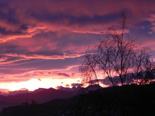 Einmal mehr ein sehr schöner Sonnenaufgang über Kriens! (Bild: Anton Husistein)
