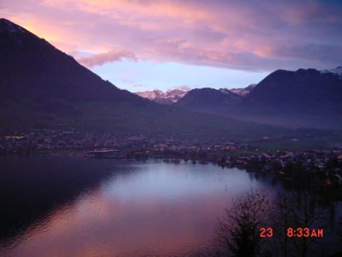 Wolken, blauer Himmel, Berge, See, was will man noch mehr? Fotografiert in Ennetbürgen (Bild: Josef Doswald)