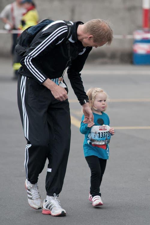 Anna Stadelmann aus Hildisrieden mit ihrem Vater. (Bild: Pius Amrein / Neue LZ)
