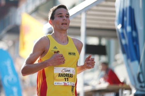 Andras Meyer läuft auf Rang 3. (Bild: Philipp Schmidli / Luzerner Zeitung)