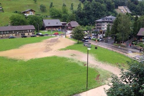 Die Folgen des starken Regenfalls in Obernau. (Bild: Leserreporter Christian Wicki)