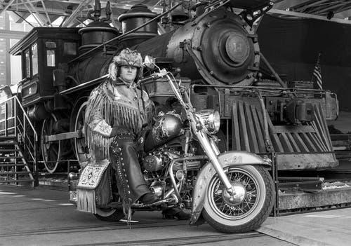 Angy Burri, aufgenommen auf seiner Harley Davidson, im Oktober 1988 im Verkehrshaus Luzern. (Bild: Keystone/Str)