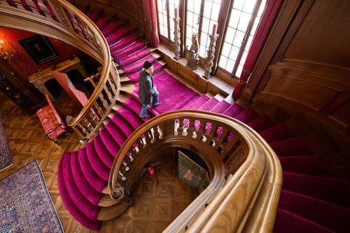 Die imposante Eingangshalle der Villa. (Bild: Dominik Wunderli / Neue LZ)