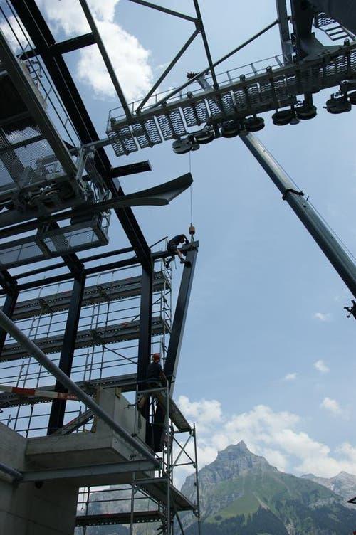 Der Bau befinde sich im Zeitplan, sagt Marketingleiter Peter Reinle. (Bild: Philipp Unterschütz)