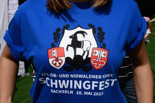 Schön gestaltete T-Shirts für die Helferinnen und Helfer. (Bild: Robert Hess / Neue OZ)