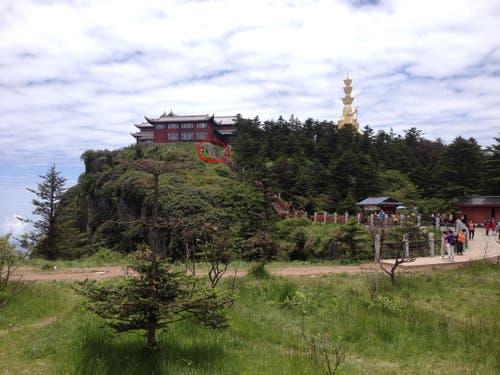 Er befindet sich auf einer Aussichtsplattform etwas unterhalb des Gipfels. (Bild: pd)