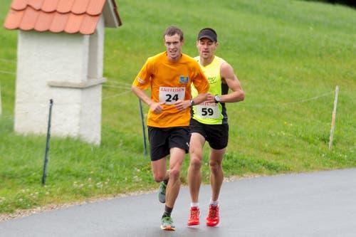 Thomas Schilter aus Rothenthurm (vorne) und Remo Betschart (Bürglen). (Bild: Beat Blättler)