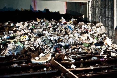 Abfall liegt zum Brennen bereit. (Bild: Boris Bürgisser / Neue LZ)