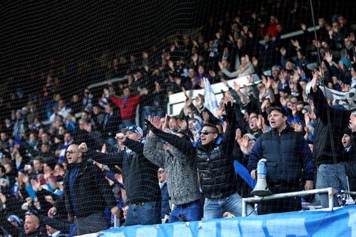 Die Fans feiern Luzerns Präsident Mike Hauser. (Bild: Philipp Schmidli / Neue LZ)