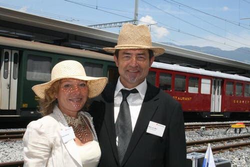 Passend angezogen: Romy Ineichen und Beat von Wyl, Gemeindepräsident von Giswil. (Bild: Marion Wannemacher / Neue OZ)