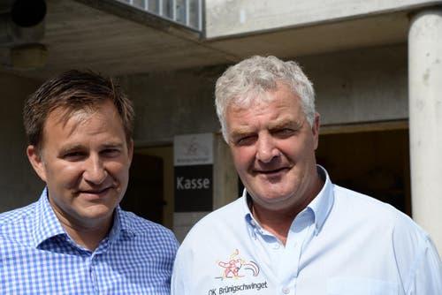 SRF-Sportmoderator Sascha Ruefer und Brünigschwinget OK-Präsident Walter von Wyl. (Bild: Robert Hess / Neue OZ)