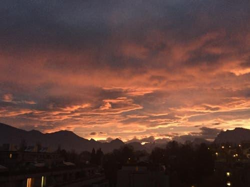 Heute Mittwochmorgen mit Blick zur Rigi, den Schwyzer- und Urneralpen (Bild: Elsbeth Schnarwiler)