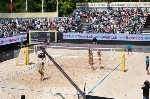 Auch die Frauen spielten am Samstag erneut an der Beachvolleyball World Tour im Lido Luzern (Bild: Philipp Schmidli (Neue LZ))