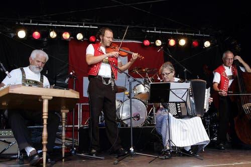 Die Alder Buebe an der 1.August-Feier auf dem Landsgemeindeplatz in Zug. (Bild: Werner Schelbert / Neue ZZ)