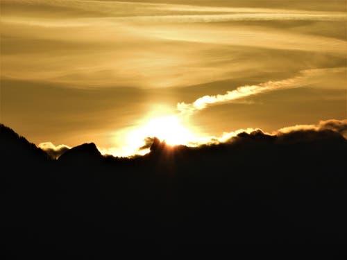 """Sonnenaufgänge sind meine """"Lieblingsfarbe"""" und was daran immer wieder so faszinierend ist, jeder zeigt sich von der besten Seite. (Bild: Margrith Imhof-Röthlin)"""