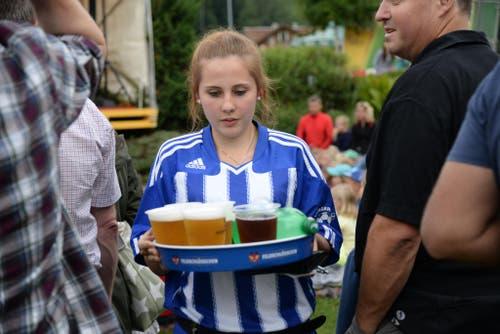 Achtung Bierservice am Seenachtsfest in Lungern! (Bild: Robert Hess / Neue OZ)