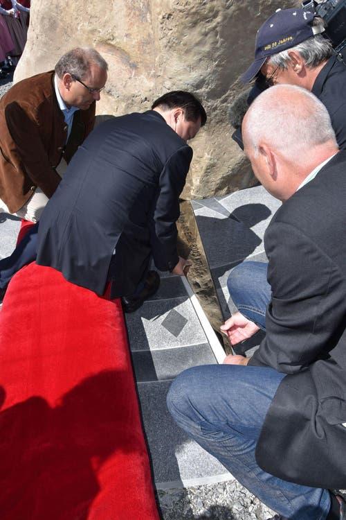 Eine Nadel am Boden zeigt, in welcher Richtung der Emei-Berg zu finden ist. Hier wird sie montiert. (Bild: pd)