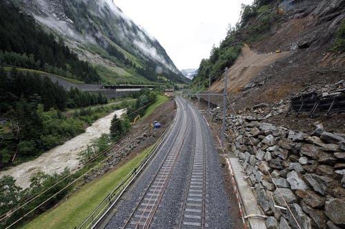Die letzten Arbeiten am 170 Meter langen beschädigten Trassee konnten am Montagmorgen abgeschlossen werden. (Bild: Keystone)