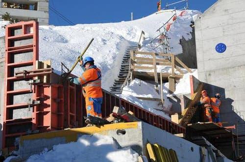 16. Januar: Schalungsarbeiten bei der neuen Bergstation. (Bild: Robert Hess / Neue OZ)