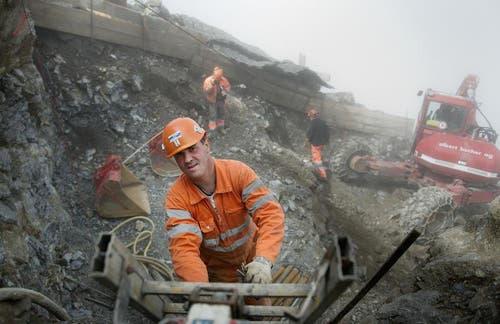 Deshalb sind Spezialisten für hochalpine Bauarbeiten am Werk. (Bild: Corinne Glanzmann / Neue OZ)