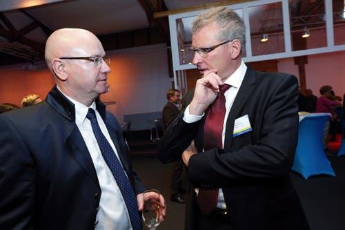 Messeleiter Peter Binggeli (links) im Gespräch mit Regierungsrat Heinz Tännler während der Eröffnung. (Bild: Werner Schelbert / Neue ZZ)