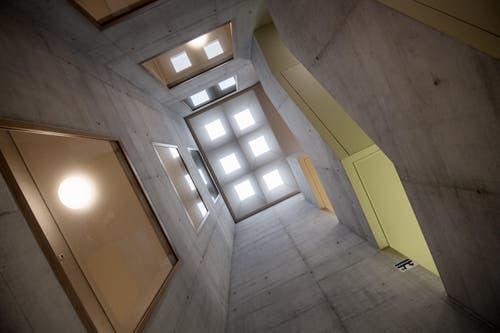 Jedes Stockwerk im neuen Gebäude hat eine eigene Farbgebung. (Bild: Pius Amrein)