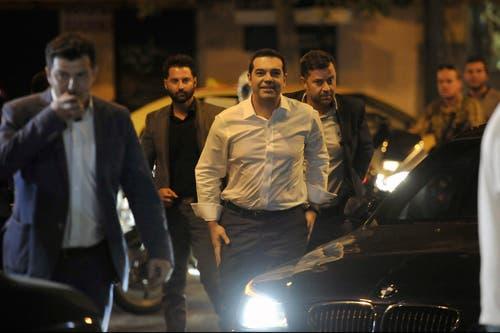 20. September: Bei den Wahlen in Griechenland kann Alexis Tsipras und seine Partei Syriza einen Wahlsieg feiern. Zur alleinigen Regierungsbildung reichen die rund 36 Prozent Stimmennanteil allerdings nicht. (Bild: AP/Fotis Plegas G.)