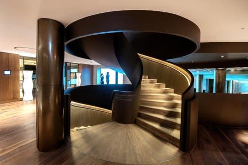 Treppe im Bürgenstock-Hotel (Bild: Eveline Beerkircher)