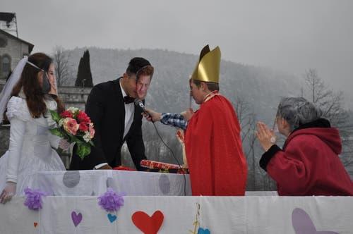 Adlige Hochzeit im Dorf. (Bild: Birgit Scheidegger (Lungern, 10. Februar 2018))