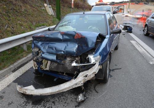 Ein Fahrzeuglenker wurde verletzt. Sachschaden: 35'000 Franken. (Bild: Luzerner Polizei)