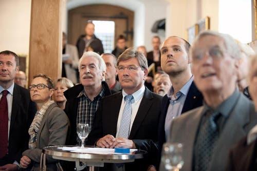 Erstaunte und konzentrierte Gesichter im Rathaus Stans. (Bild: Corinne Glanzmann / Neue NZ)