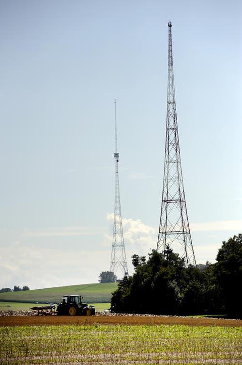 Kleiner Turm und Hauptturm (im Hintergrund) vor der Sprengung. (Bild: Maria Schmid/Neue LZ)