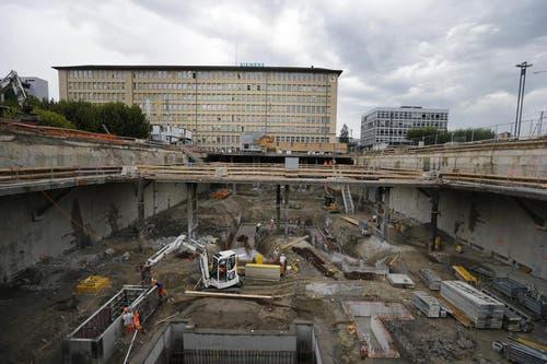24. August 2012: Unterirdisch entsteht eine riesiges Tiefgarage... (Bild: Stefan Kaiser / Neue ZZ)