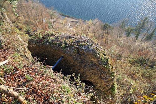 An mehreren Felspaketen – hier im Bild die Formation H 16 – direkt oberhalb der Wohnhäuser im Gebiet Horlaui besteht dringender Handlungsbedarf. (Bild: pd)