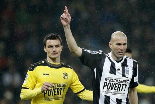 Zinedine Zidane und Alain Rochat. (Bild: Keystone)