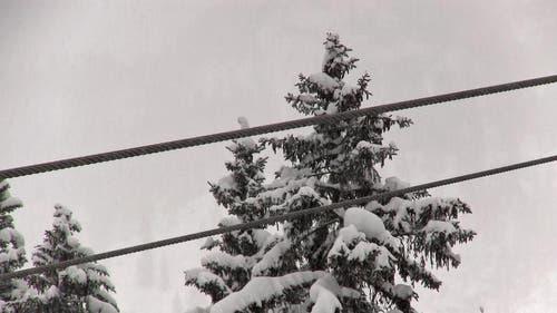 Das Seil ist 70 Tonnen schwer. (Bild: Videostill René Meier / luzernerzeitung.ch)