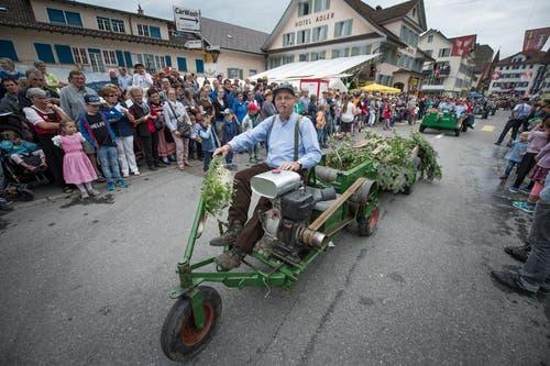 Die Freunde alter Landmaschinen Entlebuch zeigen ihre Gefährte. (Bild: Pius Amrein / Neue LZ)