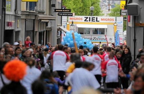 Plauschläufer am Stadtlauf. (Bild: Ramona Geiger / luzernerzeitung.ch)