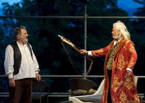 Andrea Zogg als Tell, links, und Albrecht Hirche als Richard Wagner, rechts. (Bild: Keystone)