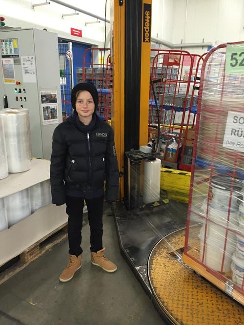 Endrit Baftija aus Root im Kühllager der Emmi Interfraise in Schlieren. (Bild: Zekir Baftija)