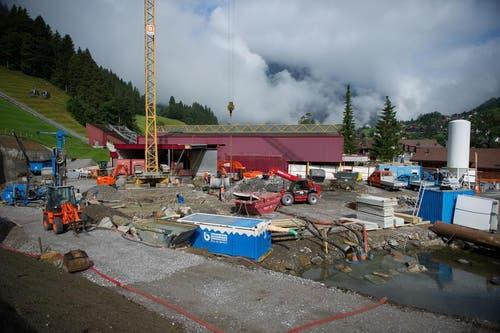 ... und an der Talstation gehen planmässig voran. (Bild: Corinne Glanzmann / Neue OZ)