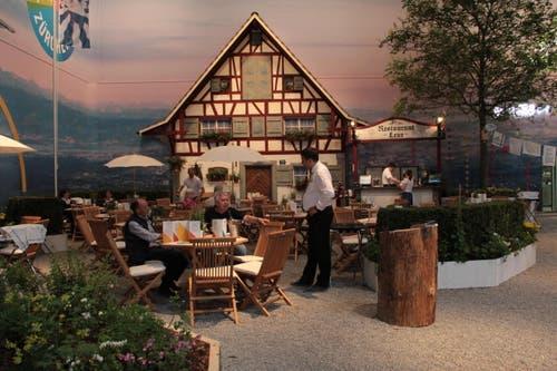 Im Restaurant Leue präsentiert der Kanton Zürich einige Leckereien. (Bild: Ramona Geiger / Neue LZ)