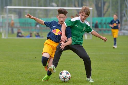 Nachwuchsspieler aus den Kadern der Clubs Red Bull Salzburg und FC St. Gallen. (Bild: Martin Meienberger)