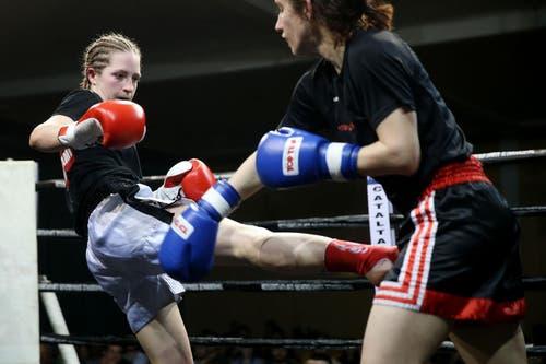 Michele Bachmann (links) greift an gegen Verena Hofmann. (Bild: Philipp Schmidli / Neue LZ)