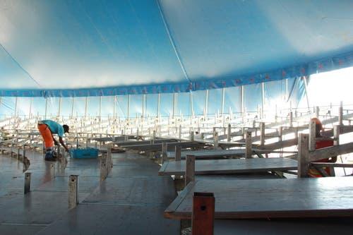2080 Personen finden im Zelt Platz. (Bild: René Meier / Luzernerzeitung.ch)
