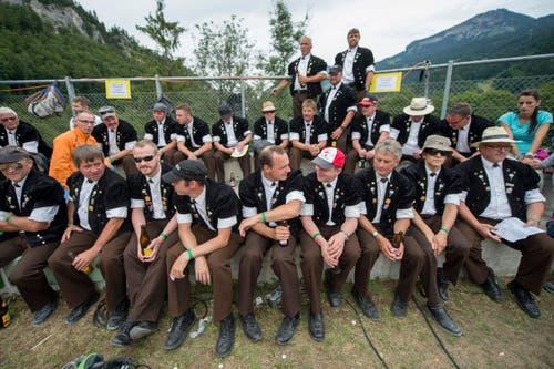 Der Jodlerklub St. Stephan aus dem Berner Oberland unter der Leitung von Ueli Moor bei einer Pause (Bild: Keystone / Urs Flüeler)