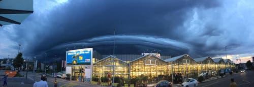Vom Emmen Center raus gekommen und das gesehen. (Bild: Leserbild Emrah Cekaj)