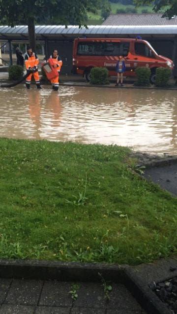 Überschwemmung in Obernau am 14. Juli 2014 (Bild: Leserbild Pascal Lustenberger)