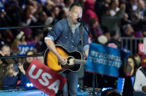 Bruce Springsteen bei seinem Auftritt an Clintons Wahlveranstaltung. (Bild: Keystone)