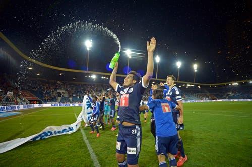Nach dem Spiel und dem 3:0-Sieg gegen Sion am 29. Mai 2015 lässt sich Lezcano von den Fans feiern. (Bild: Pius Amrein / Neue LZ)